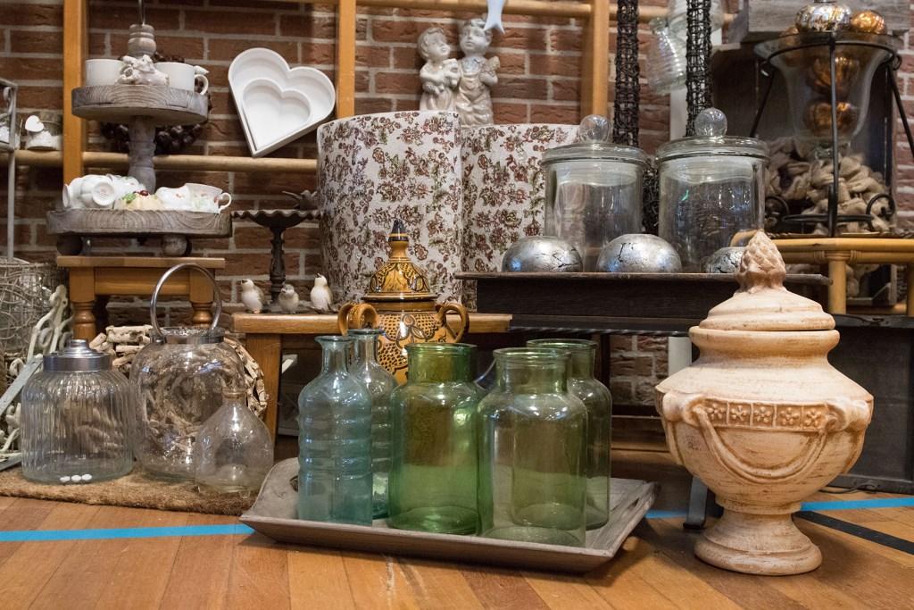 Op de kraampjes zijn héél veel spulletjes te vinden. (Foto: albertstam@quicknet.nl) © rodi
