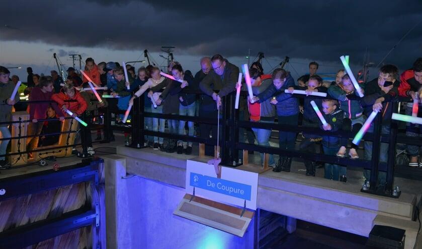 Kinderen en spectaculaire acts tijdens feest 'Dijk in het Licht' bij afronding dijk