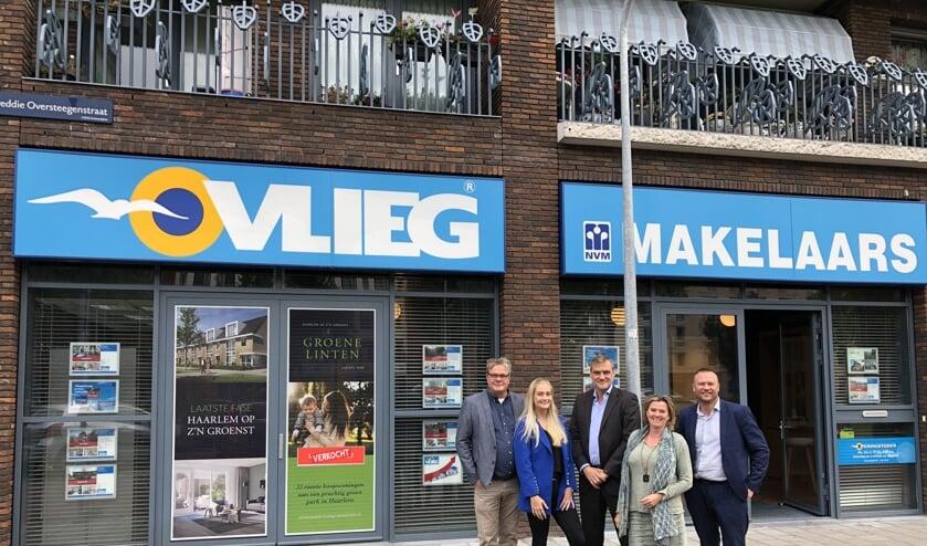 Luuk Hulscher met zijn team van VLIEG Makelaars.
