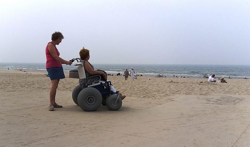 Op stap met mevrouw Beentjes naar het strand.