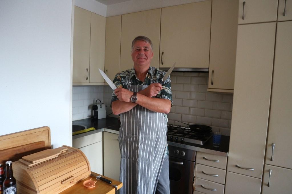 Foto: Michel van Ewijk is één van de thuiskoks die mee doet met 'de Kook Voor Je Buur 10Daagse.' (Foto: Christa Warmerdam) © rodi