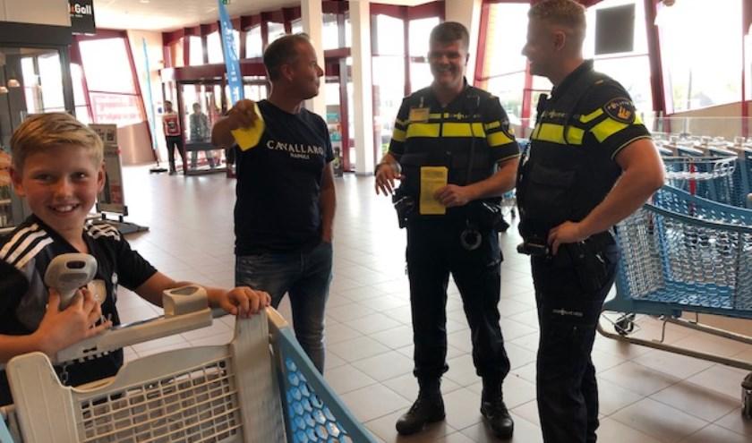 Bij Albert Heijn Heemskerk is er een inzameling, georganiseerd door de PolitieBeverwijk/Heemskerk.