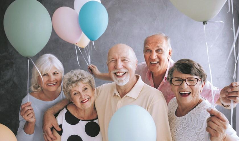 Senioren maken er met elkaar een feestje van.