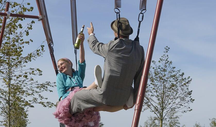 Springtime, een acrobatisch spel met Jos van Wees en Merel Kamp.