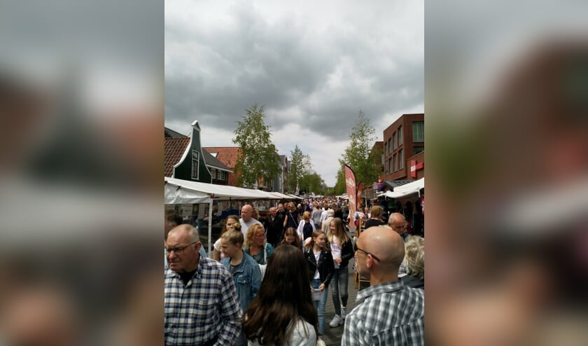 De najaarsbraderie in Krommenie is elk jaar weer een groot succes.