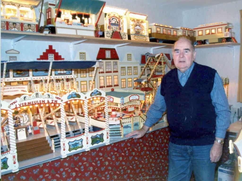 Jaap Vermeulen bij een van zijn miniatuurattracties. (Foto: aangeleverd) © rodi