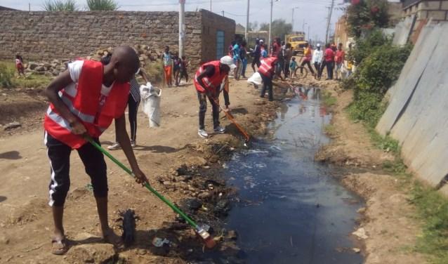 Zwerfvuil opruimen in Kenia