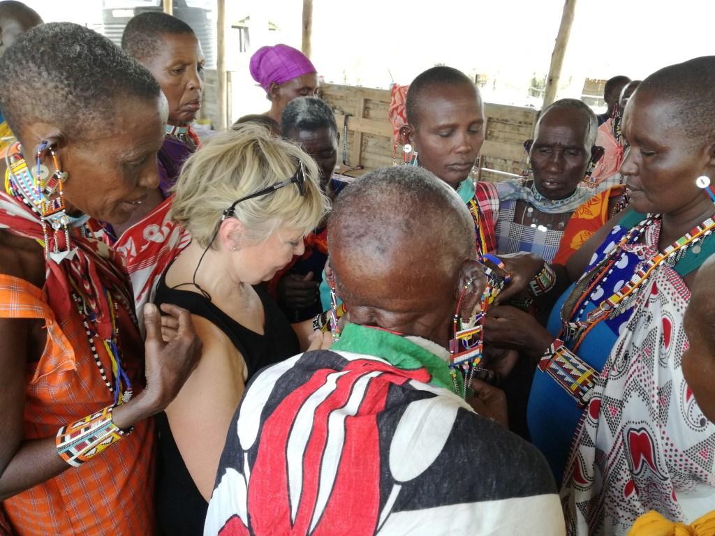Loura tussen de Kenianen.  © rodi