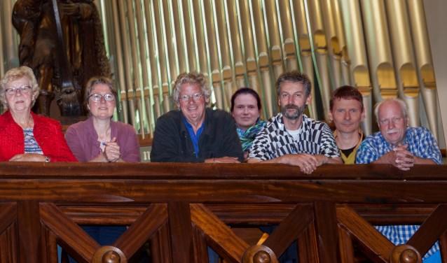 v.l.n.r. Wim Boerstoel, Coby Castricum, Wendy Leonards, Joost Doodeman, Katalin Somogyi, Iwan van Amsterdam, Ronald Schollaart, Dirk van Egmond.