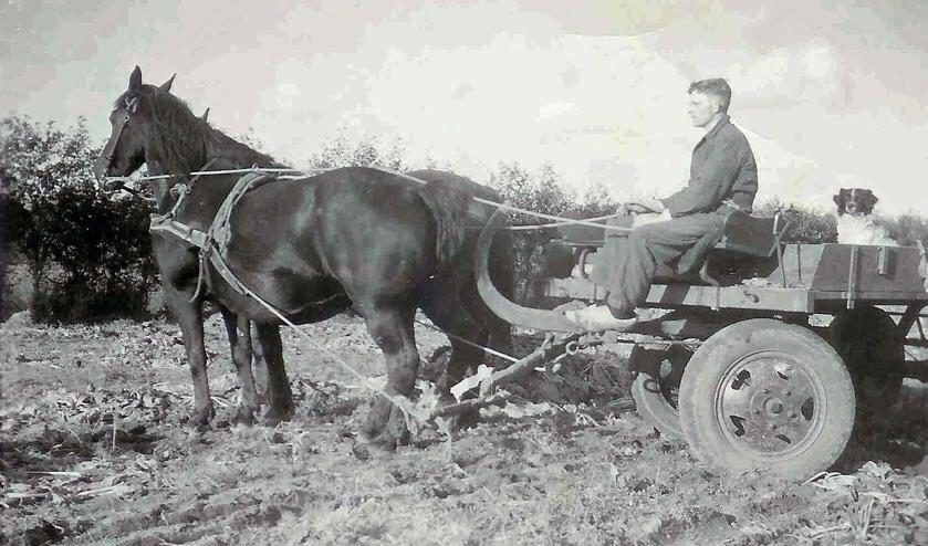 Piet Scheerman aan het werk in 1944.