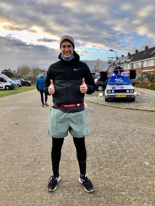 Chris uit Wuppertal wacht op zijn vriendin na zijn halve marathon. Foto: Marja Bak-Aal © rodi