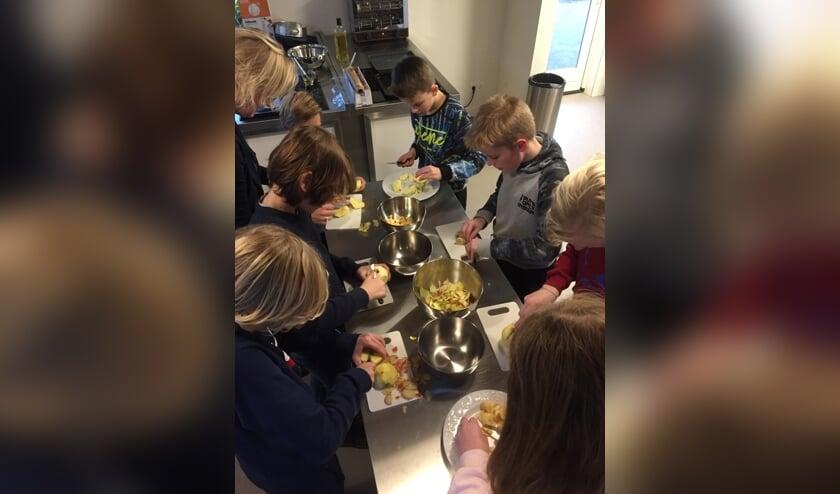 Kinderen houden van gezond eten als ze zelf koken.