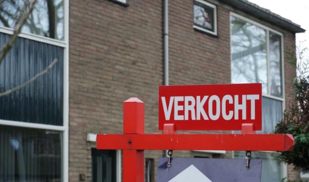 <p>De woningmarkt blijft ongekend krap. Kijk maar eens op Funda Alkmaar, het beperkte aanbod is binnen notime verkocht.</p>