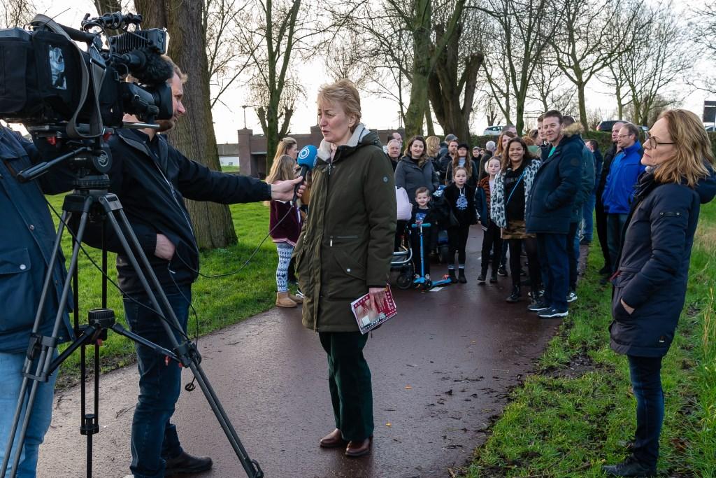 Mariska de Kramer wordt geÏnterviewd door SBS6. (Foto: Han Giskes) © rodi