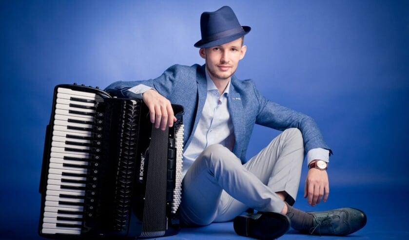 Nicolae Stiuca met zijn magische accordeon.