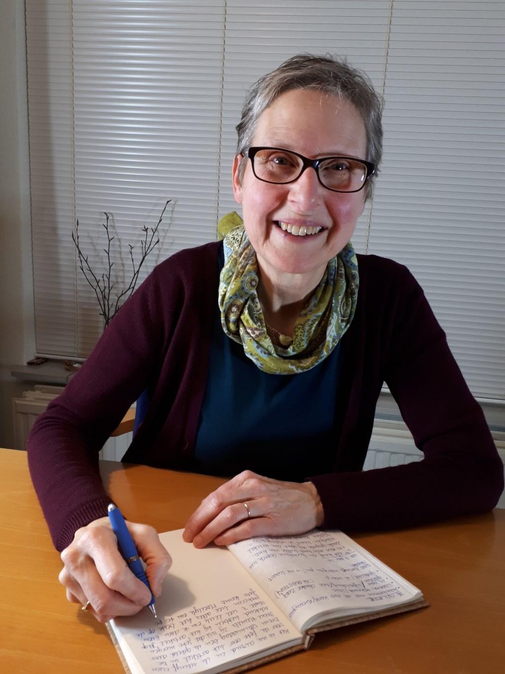 """Carla van den Hombergh: """"We schrijven met z'n allen meer dan ooit."""""""