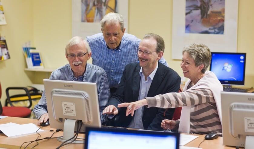 Senioren kunnen deelnemen aan cursussen, lezingen en workshops.