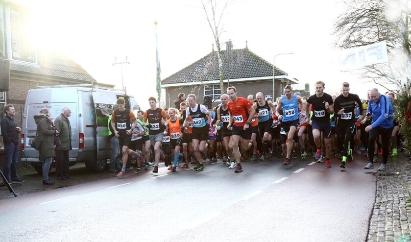 Wel 739 deelnemers gingen van start tijdens de Oudejaarsdijkenloop in Aartswoud.