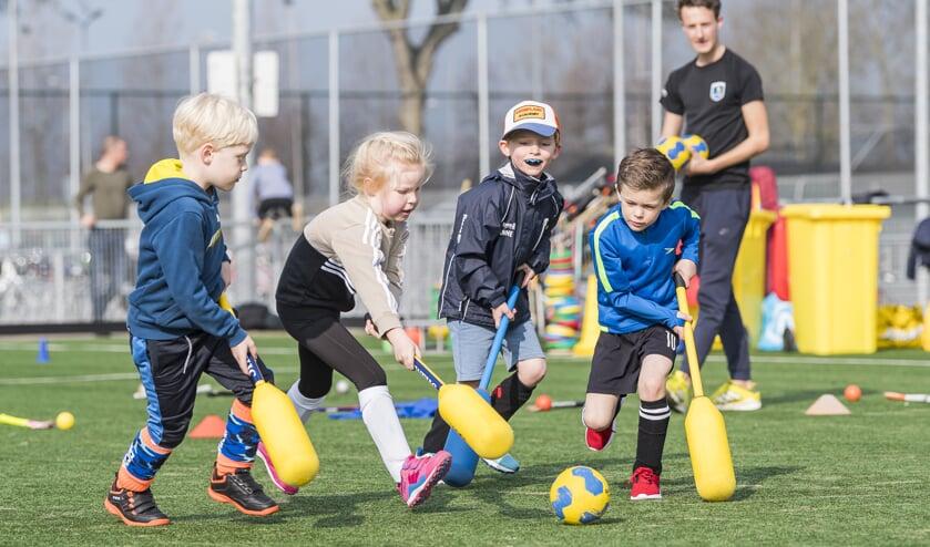 Vier- en vijfjarigen maken bij de WFHC op een leuke en natuurlijke manier kennis met sportief bewegen.