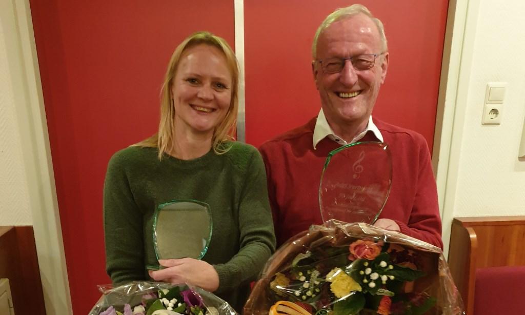Vader en dochter Verburgt, samen goed voor 75 jaar lidmaatschap bij P&O. (Foto: Lenneke Bobeldijk) © rodi