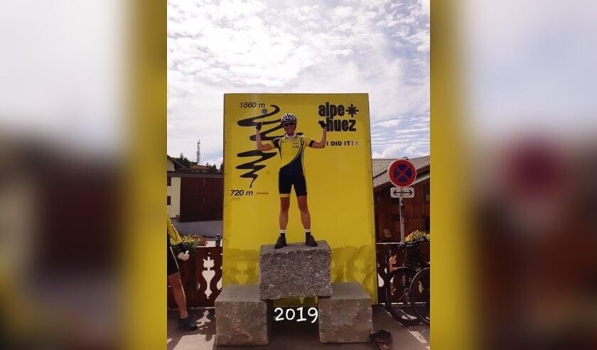 Trudy haalde met haar fietsmaatjes de top van de Alpe d'Huez.