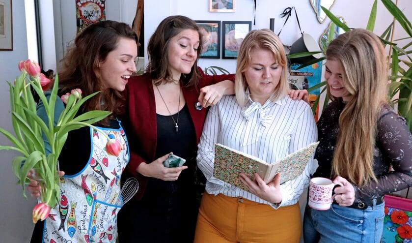 vlnr: Danielle Dijkema, Merel Vosseberg, Bo Epke, Shanna Hunter tijdens de organisatie van het Benefiet Australië.