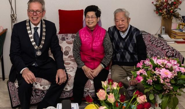 Samen op de bank met burgemeester Don Bijl.