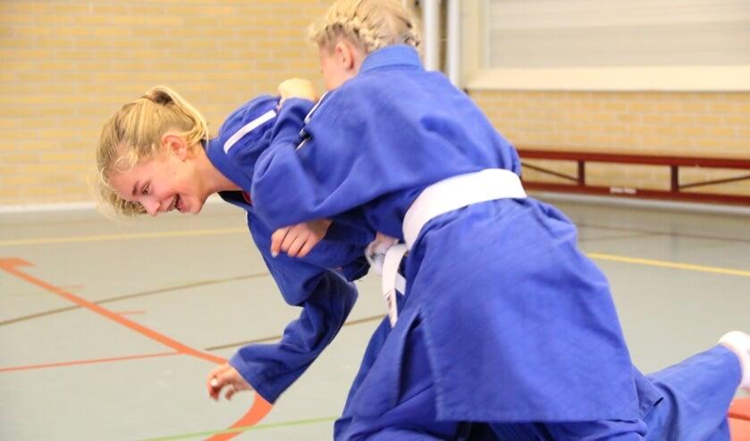 Leerlingen sporten op het Martinuscollege.