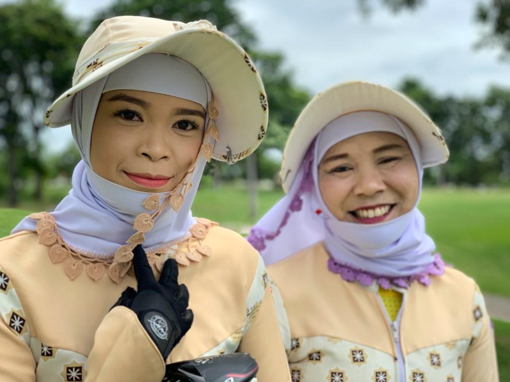 Caddies geven een extra dimensie aan je ronde in Thailand.  © rodi