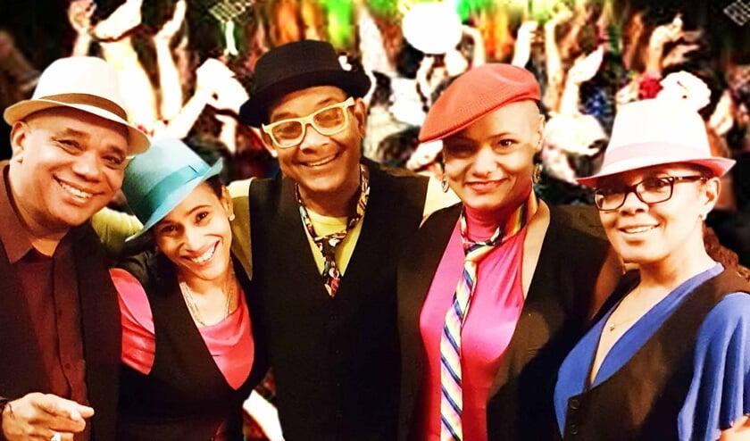 Edsel Juliet neemt met zijn La Banda Loca het publiek mee in zijn Caribische muzikale tour.