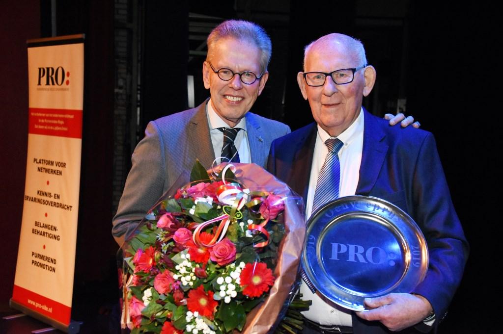 Vorig jaar kreeg Jan Kuiper al een Koninklijke Onderscheiding. De motor van de kortebaandraverij kreeg zaterdagavond ook de oeuvreprijs voor zijn jarenlange verdiensten voor de stad.nten a (Foto: Rolf Rijken) © rodi