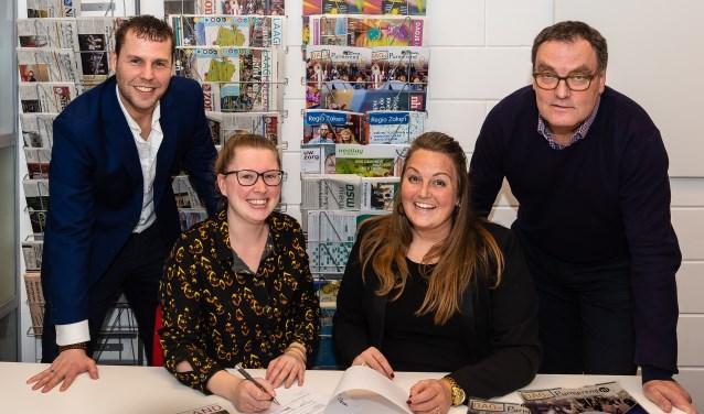 De samenwerking is een feit. Tot tevredenheid van Shirley Benoit van Bureau Toerisme Laag Holland (tweede van links) en Jacob Ruig, Nicole Klaver en John Bontje van Rodi Media.