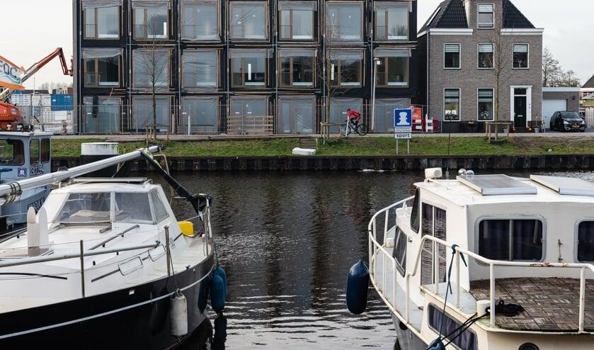 De stapelwoningen aan de Kanaaldijk worden naar verwachting volgende maand opgeleverd.