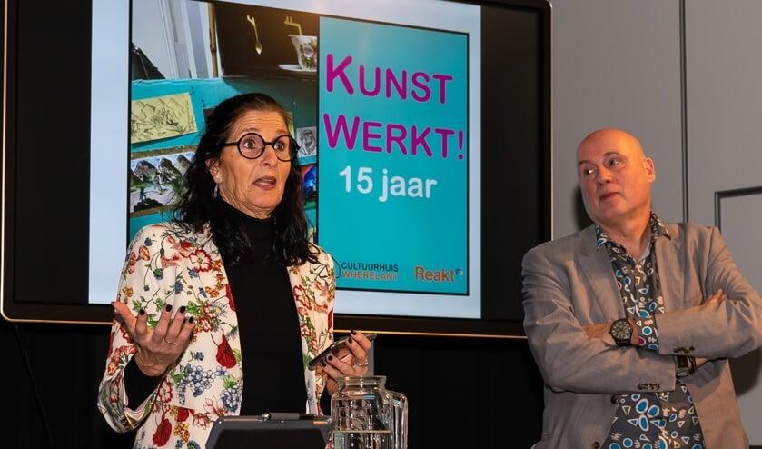 José van den Hurk van Wherelant en Simon Visser van Reakt tijdens de opening van de expositie en het Inloopmuseum.