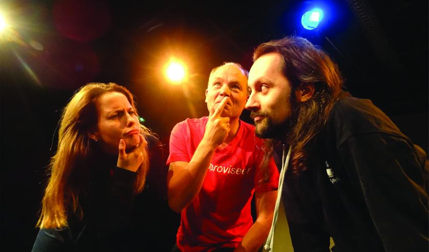 Theatersportgroep Expreszo bestaat al in sinds 1992 en speelt regelmatig voorstellingen in hun thuisbasis theater Het Pakhuis.