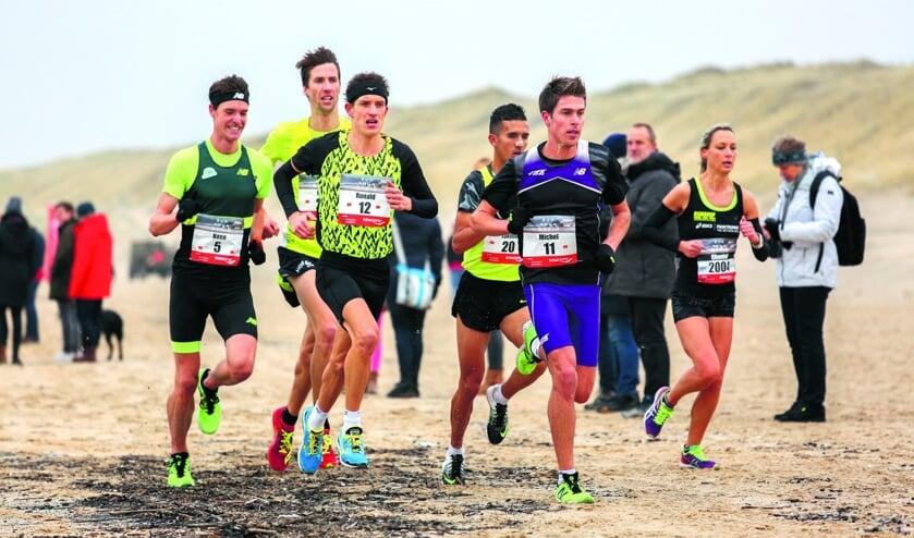 Toppers strijden om de zege tijdens de halve marathon van Egmond