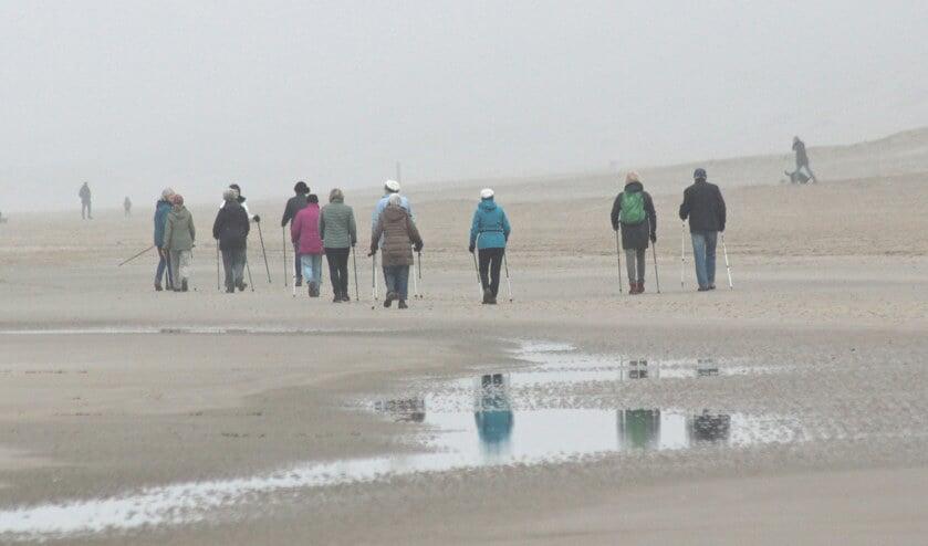 Nordic walking op het strand