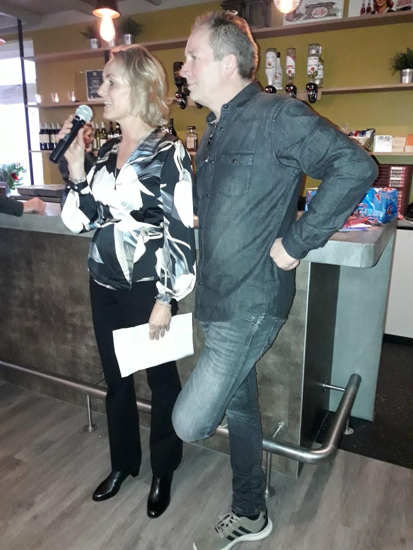 Ron en Karianne Verhoef dragen het stokje over. (Foto: PR) © rodi