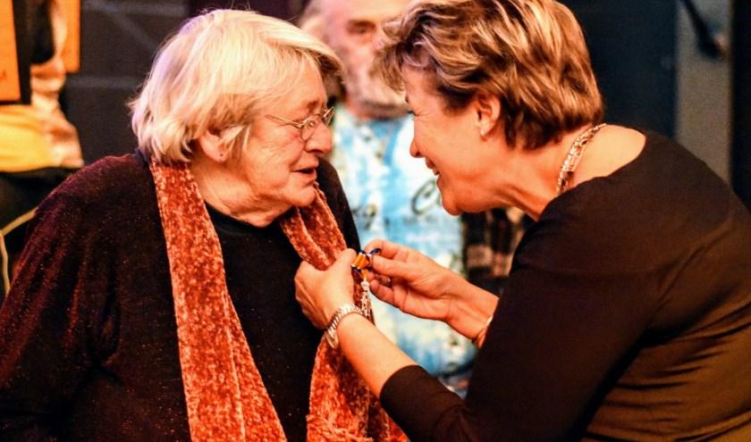 Mevrouw Simon-Rijkers uit Schagerbrug wordt onderscheiden als Lid in de Orde van Oranje Nassau.