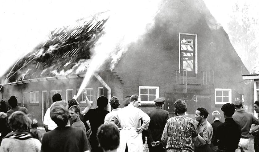 Brand in 1965 in gasflessenloods op kampeerterrein Bakkum.