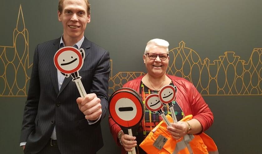 Wethouder Nils Langedijk en Karin van der Vliet komen op voor het behoud van de klaar-overs.