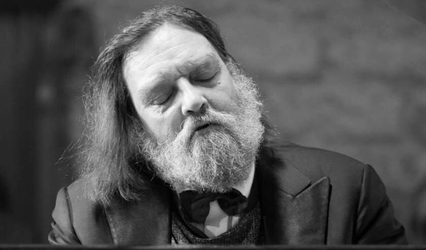 Bernd Brackman (1960) staat bekend om zijn persoonlijke en doorleefde interpretaties van het grote pianorepertoire.