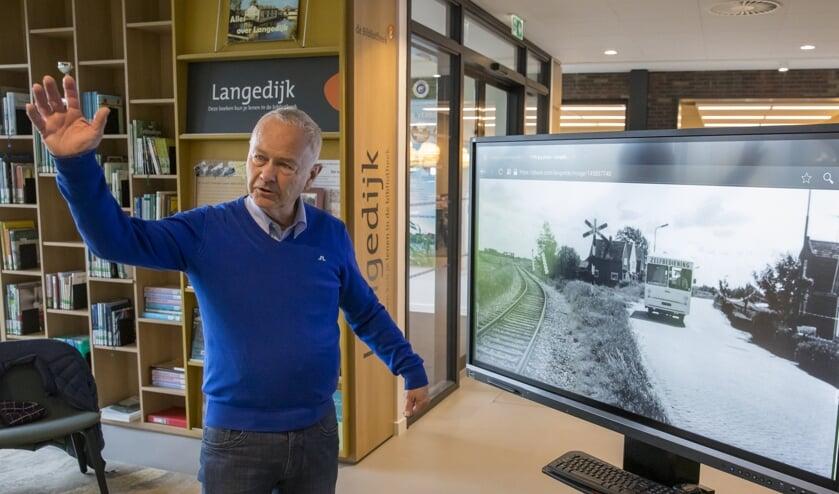 Historische vereniging Langedijk, foto-expositie in De Binding. Piet van Kleef is er maar druk mee.