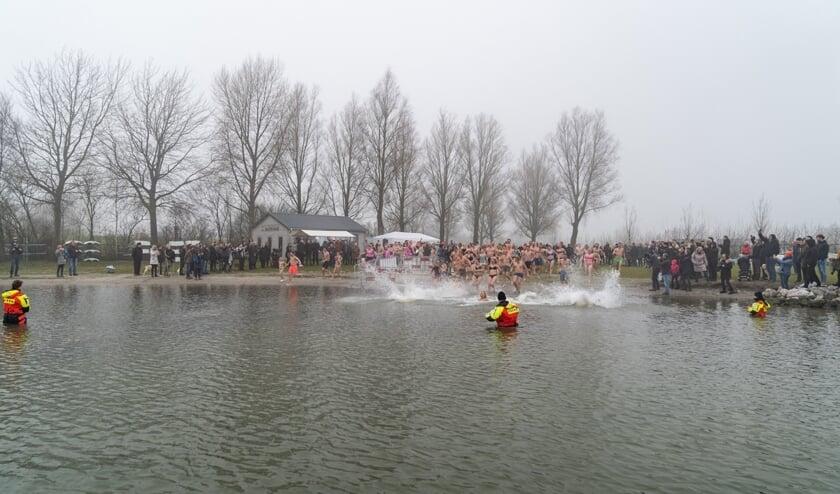 En... koppie onder in het koude IJsselmeer.