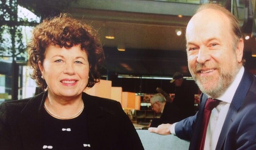 Burgemeesters Kompier (l) en Blase praten over de fusie.