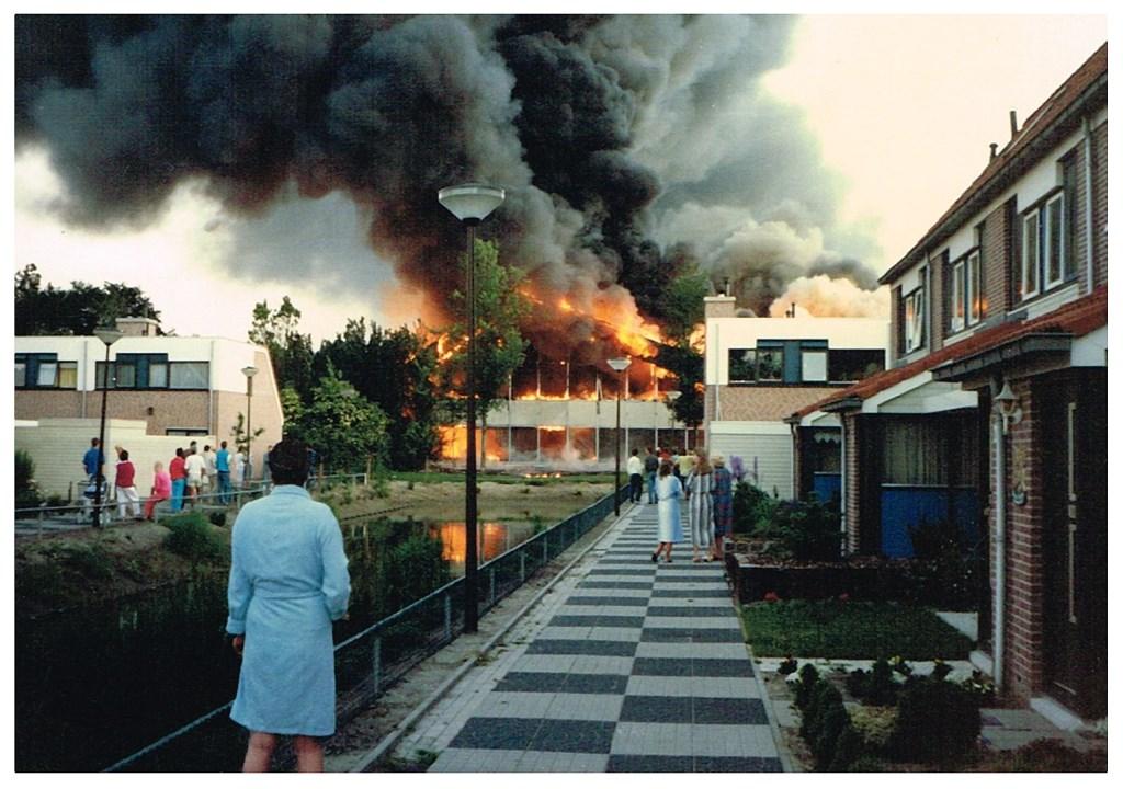 Brand in 1987 in zwembad De Witte Brug. (foto Oud-Castricum)  © rodi