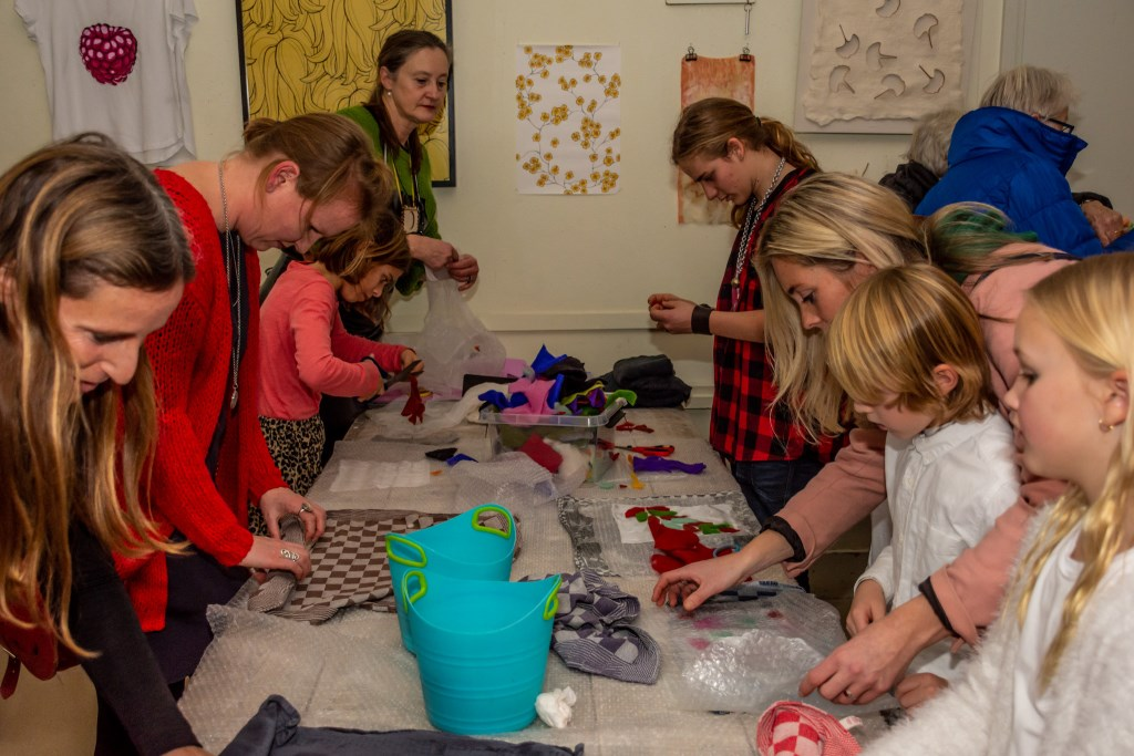 Workshop textiel Fluxus by Night 2019. (Foto: Eric Gramberg, de Zaanse Beeldbrigade) © rodi
