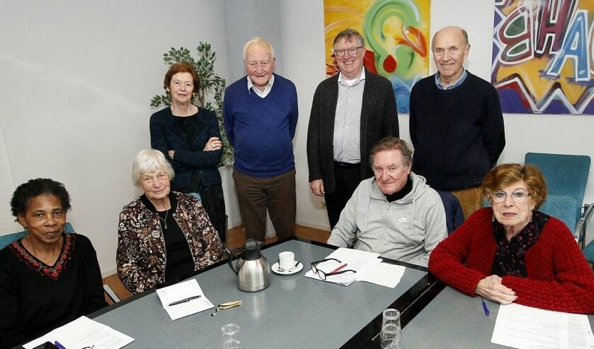 De voltallige seniorenraad voor het begin van de vergadering.
