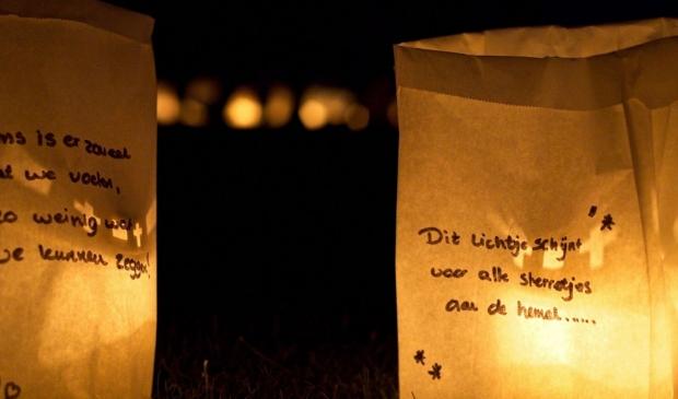 <p>Zet op zaterdag 31 oktober een brandend lichtje voor het raam.</p>