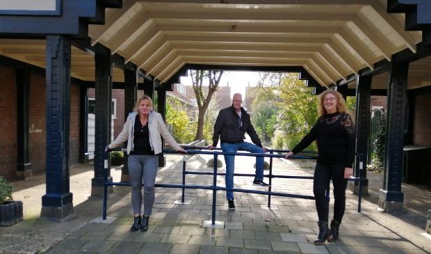 <p>Wilma van Ankeren (links), Nico Sibrandi en Sonja Stroek zetten zich met een grote groep bewoners in om verschillende festiviteiten te organiseren.</p>